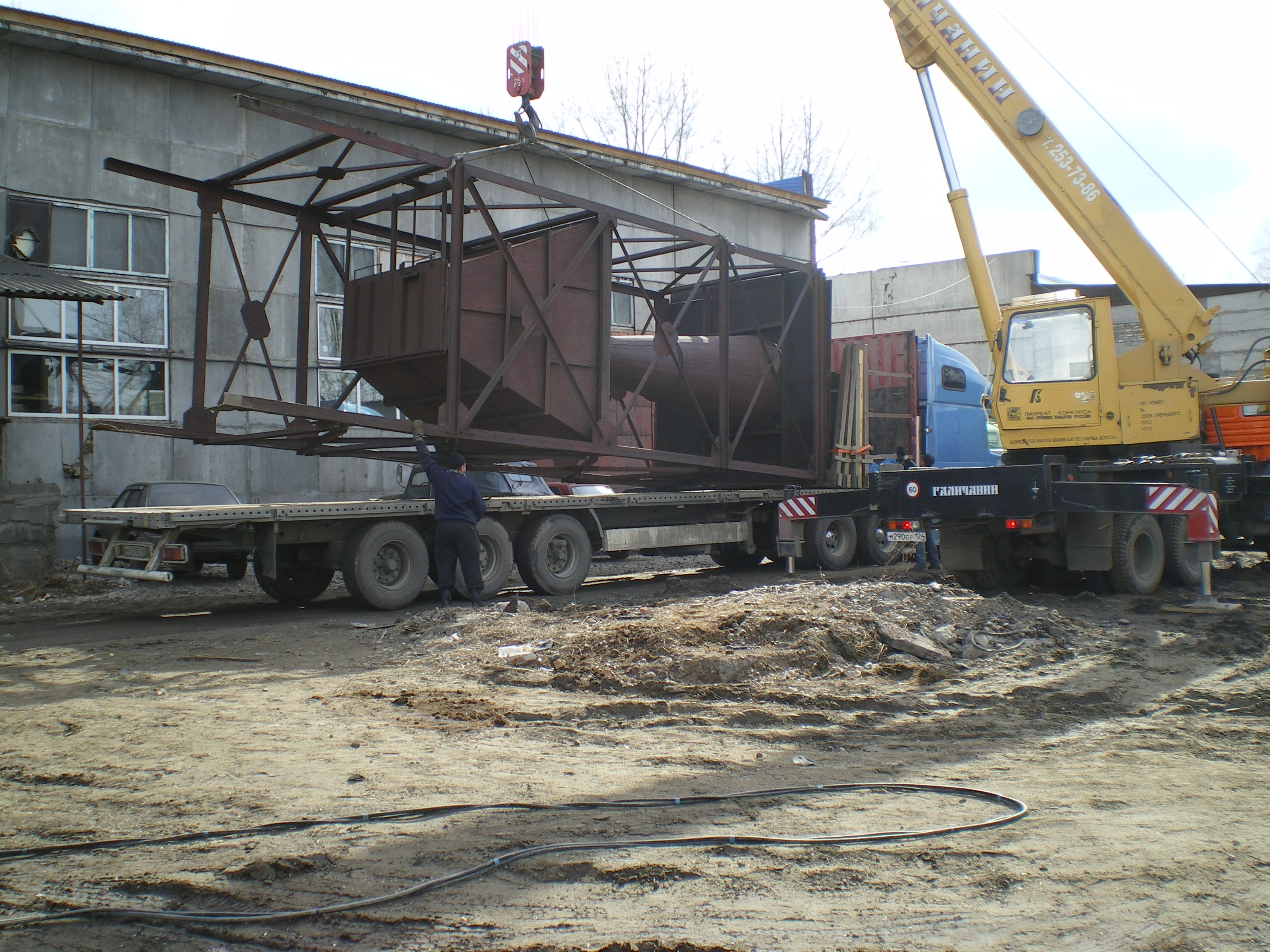 Демонтаж и погрузка циклона бункера-накопителя для дальнейшей транспортировки