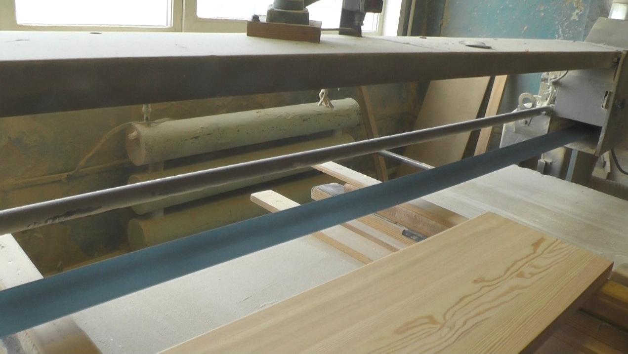Шлифовальный станок по дереву на столярном производстве